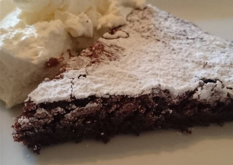 "Swedish ""kladdkaka"" - gooey chocolate cake"
