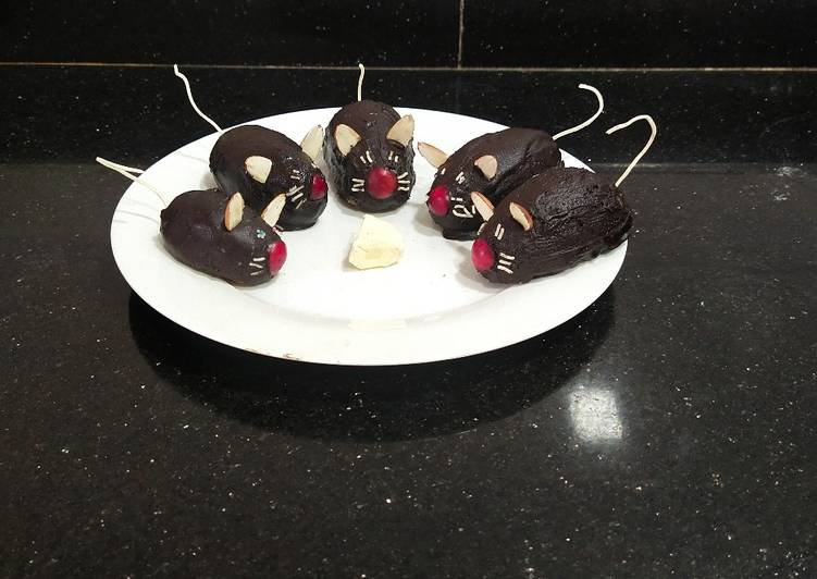 Yummy chocolate cake mice