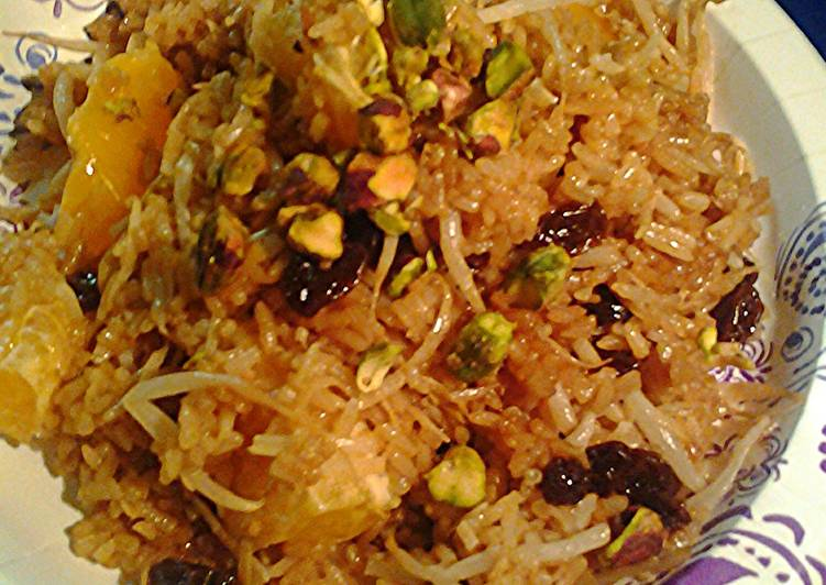 Fried rice with fruit