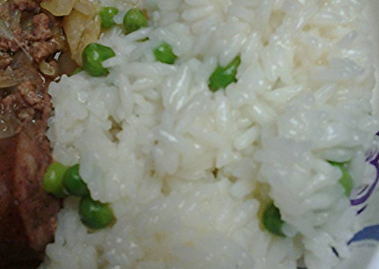 Sweet kaffir leaf rice with peas