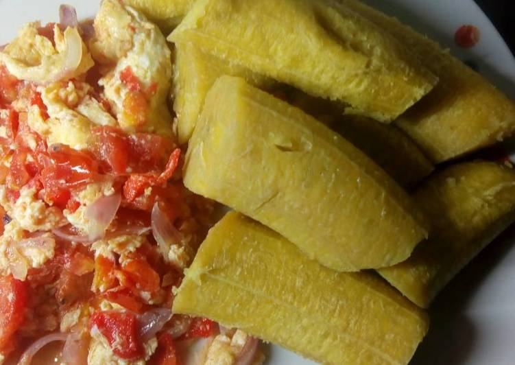 Boiled plantain with egg sauce