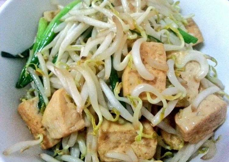 Stir fried bean sprout with bean curd