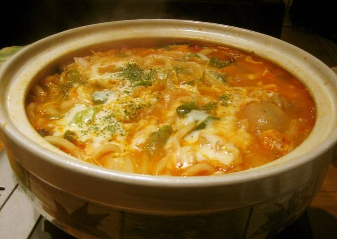 Simmered Udon Noodle Hot Pot with Melting Cheese and Tomato