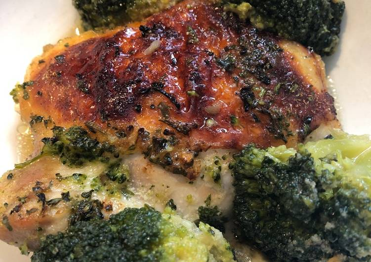Roasted Chicken Thighs with Broccoli 🥦