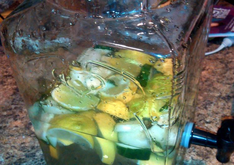 Recipe: Delicious detox water! !