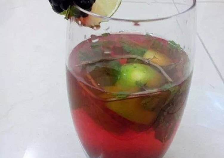 Berry infused limeade