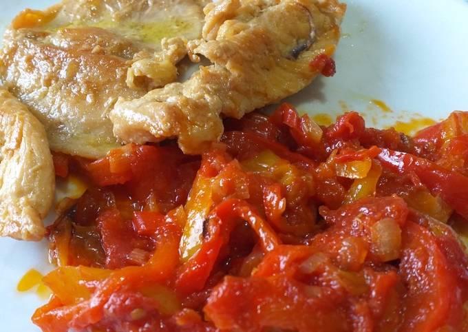 Peperonata salentina con petto di pollo