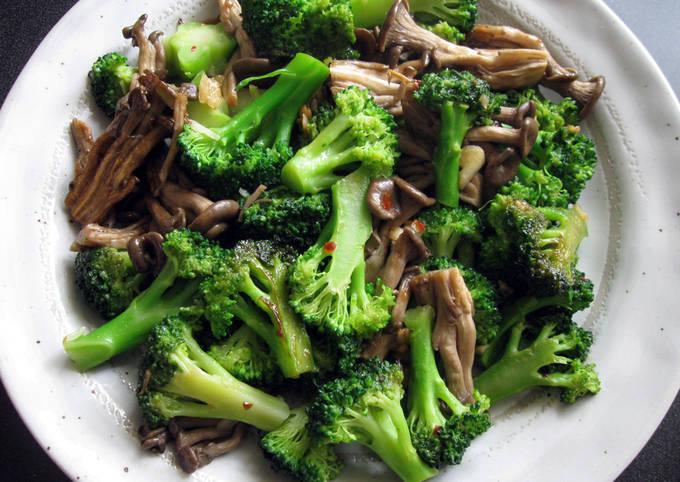 Broccoli & Shimeji with Garlic & Oyster Sauce