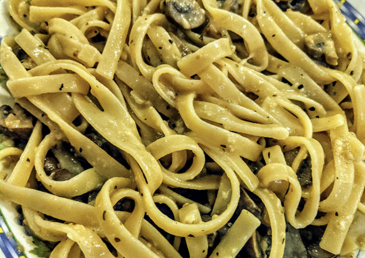 Recipe of Any-night-of-the-week Fettuccine Alfredo with Mushrooms