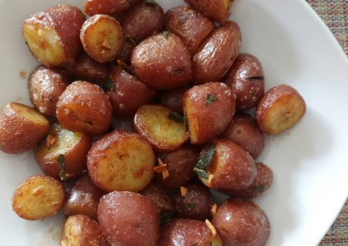 Crispy red potatoes with crispy garlic and sage butter