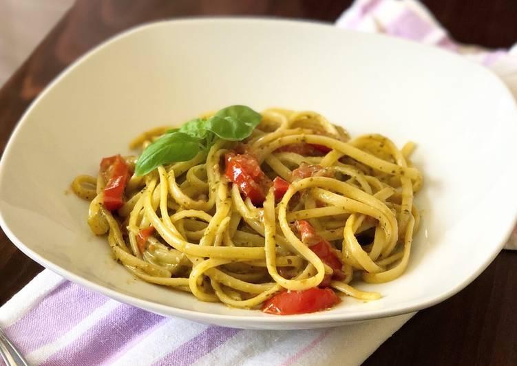 Ricetta Linguine senza glutine con pesto e pomodorini saltati in padella