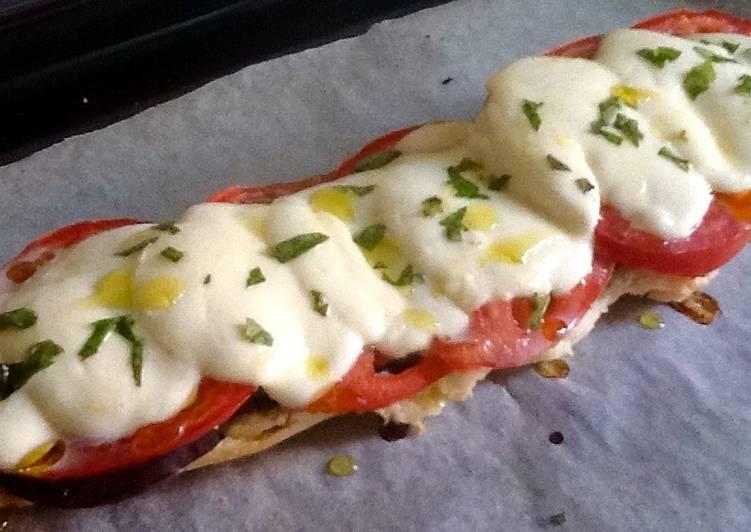 Panini De Verduras Con Pesto De Albahaca Y Mozzarella De