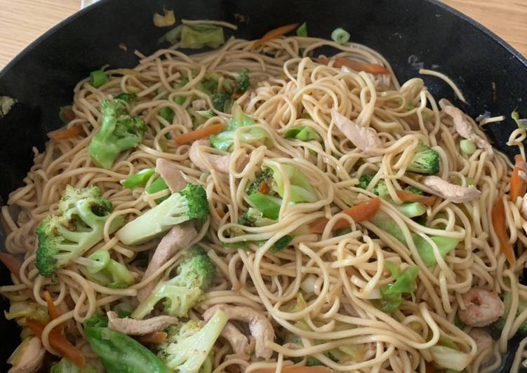 Stir fry egg noodles