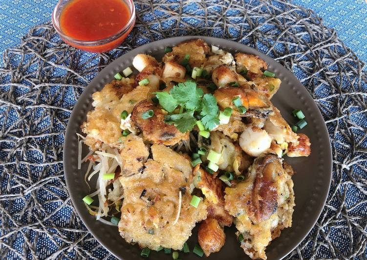 Hearty Comfort Dinner Ideas Cooking 🧑🏽🍳🧑🏼🍳 Must Try Recipe! Thai Crispy Mussel Omelette • Hoy Tod  ThaiChef food
