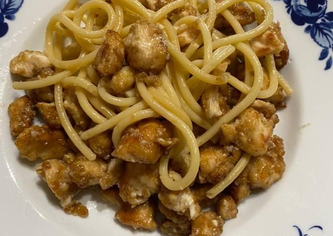 Spaghetti al pollo e soia