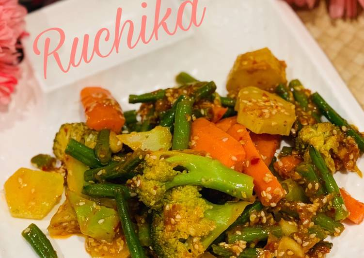 Recipe of Favorite Stir fry veggies in schezwan sauce