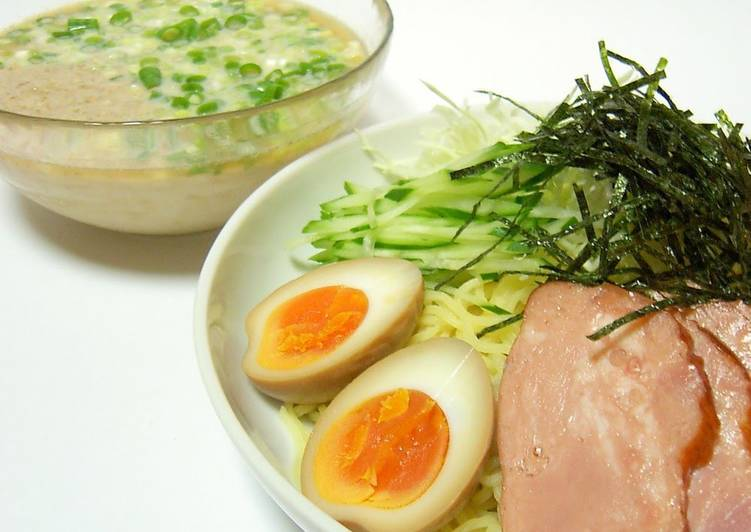10 Minute Recipe of Winter Cold Tonkotsu Ramen with Dipping Sauce