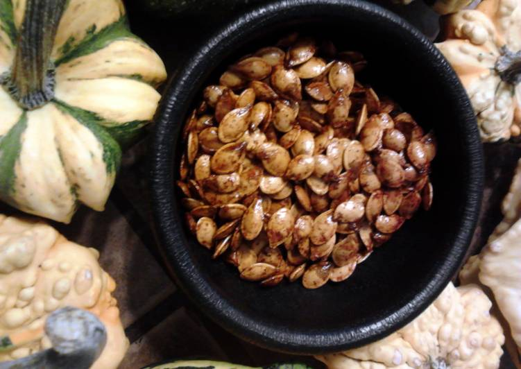 Recipe of Quick Sweet Toasted Acorn ( Winter ) Squash Seeds