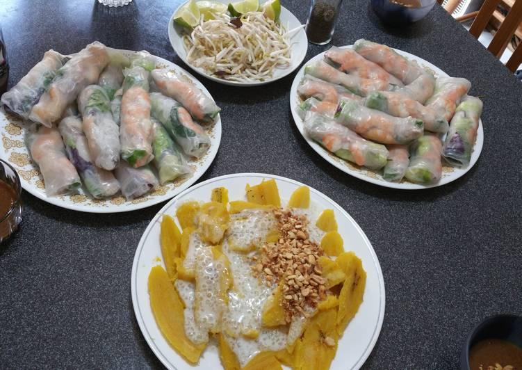 Vietnamese Summer Rolls with spicy garlic peanut sauce