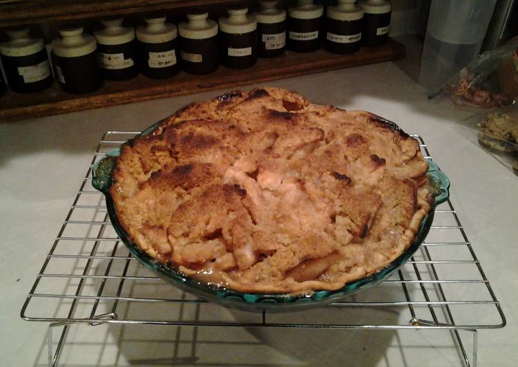 Old Fashioned Apple Crumb Pie