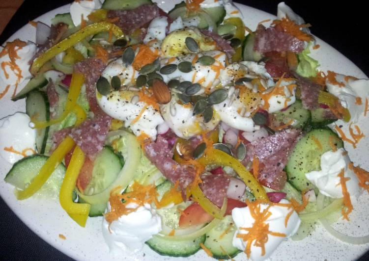 Recipe: Delicious Kerry's Summer egg & salami green salad