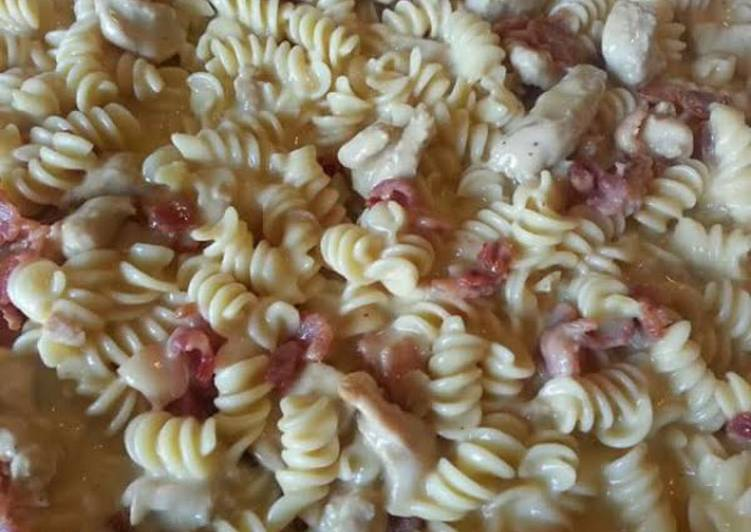 How to Prepare Homemade Creamy chicken and bacon pasta