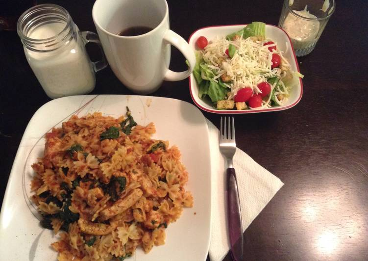 Recipe of Speedy Mini Bow tie Chicken And Spinach Tossed In A Red Mushroom Sauce