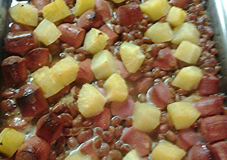 Bake beans, hotdogs, and pineapple casserole