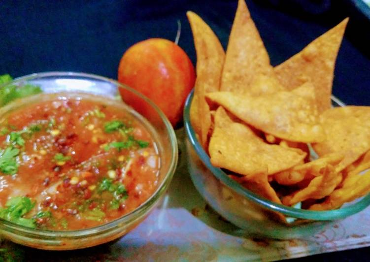 How to Prepare Any-night-of-the-week Mexican tomato Salsa with Nachos