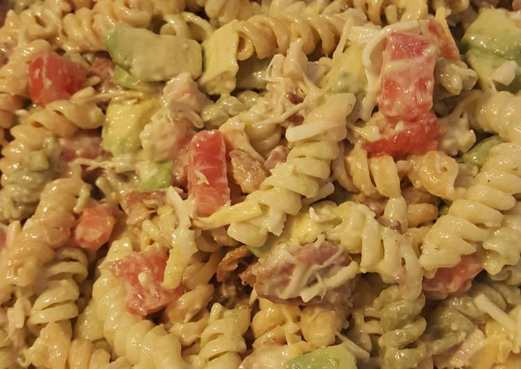 Easy Healthy Recipe: Yummy Chicken-Bacon-Ranch Pasta Salad