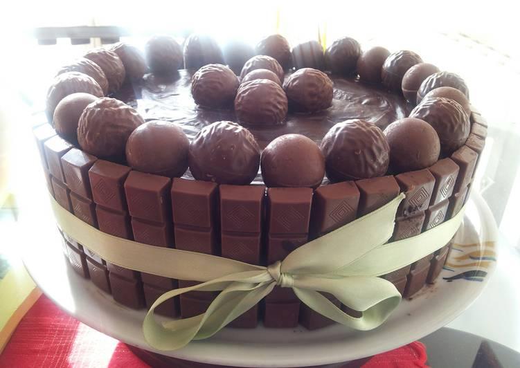 AMIEs Moist CHOCOLATE Cake