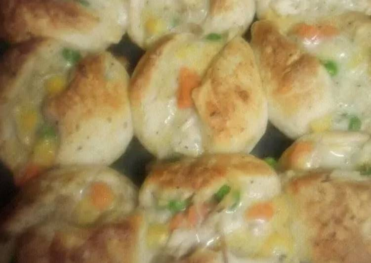 Simple Way to Prepare Perfect Minnie chicken pot pies