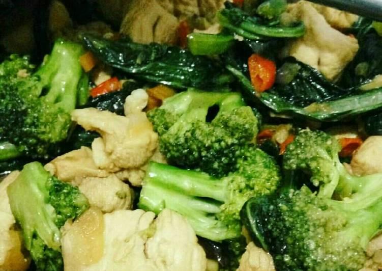 Tumis Brokoli Pak Coy Ayam Pedas
