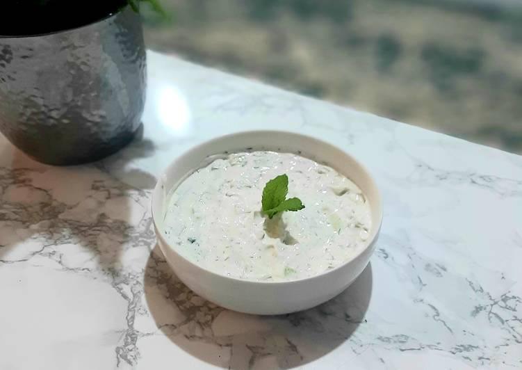 Persian Cucumber Yogurt (Mast-O-Khiar)