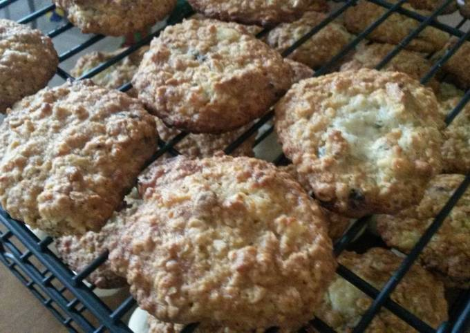 Recipe Tasty Blue Cheese Oatmeal Cookies with Cranberries