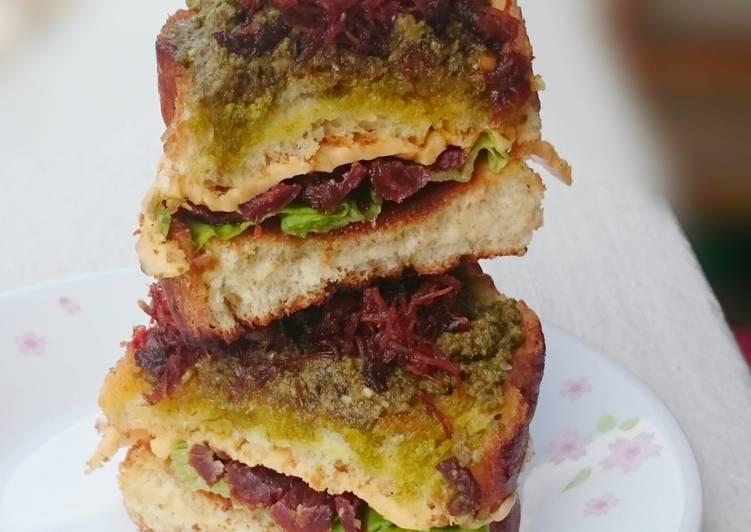 Easy Recipe: Appetizing Scallop XO Sauce With Pesto And Sun Dried Tomato Sandwich