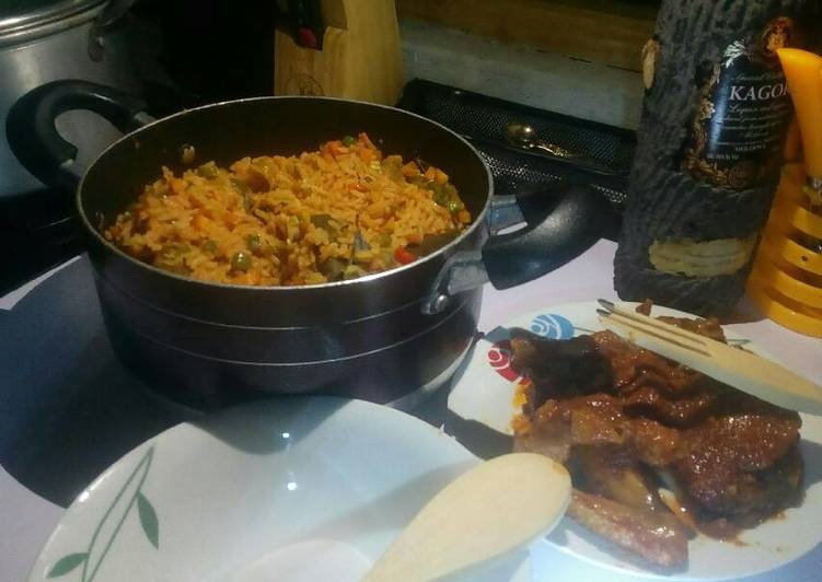 10 Minute Simple Way to Make Any Night Of The Week Jollof rice with veggies with peppered chicken and goat meat