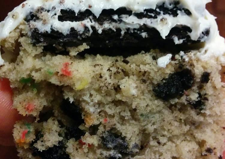 Oreo confetti cupcakes