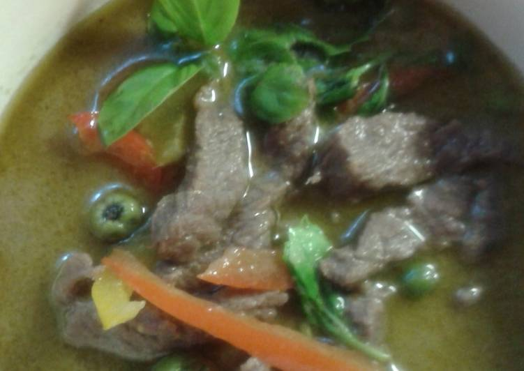 Gang keaw wann nue or green curry beef.