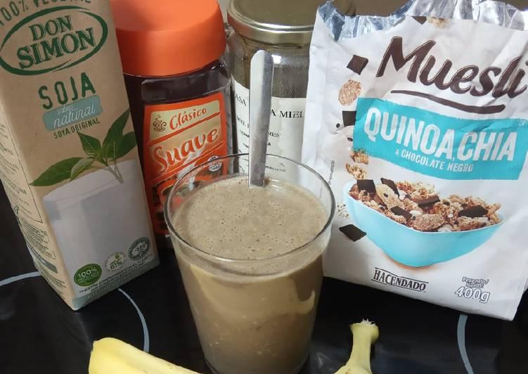 Batido de Soja, muesli, plátano y café