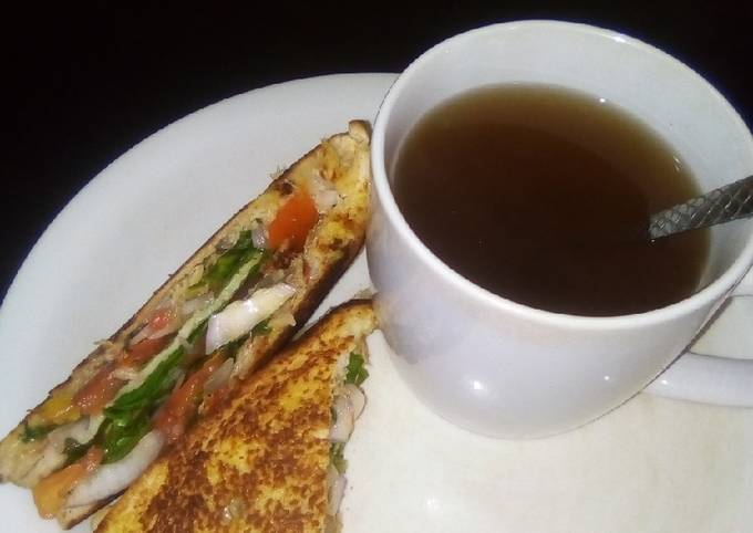 Sandwich with Ginger and clove black tea