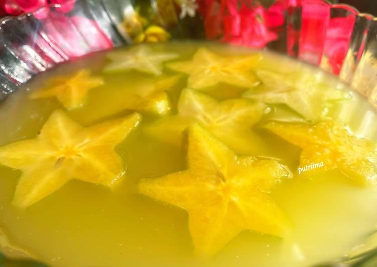 Es belimbing (star fruit juice)