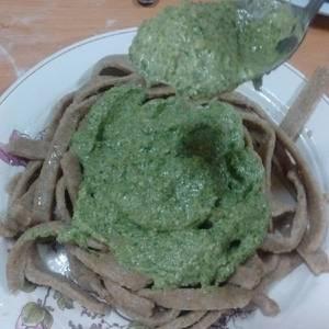 Salsa para pastas saludable de rúcula girasol y oliva