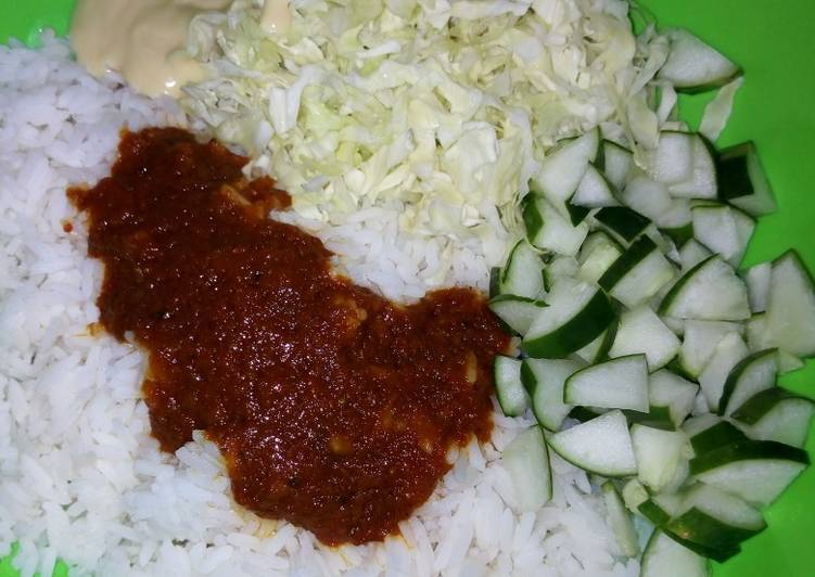 Steps to Make Speedy White rice wit cucumber & cabbbage