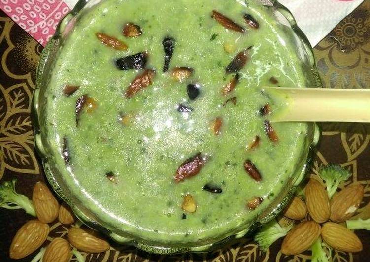 Cream Of Broccoli Almonds Soup