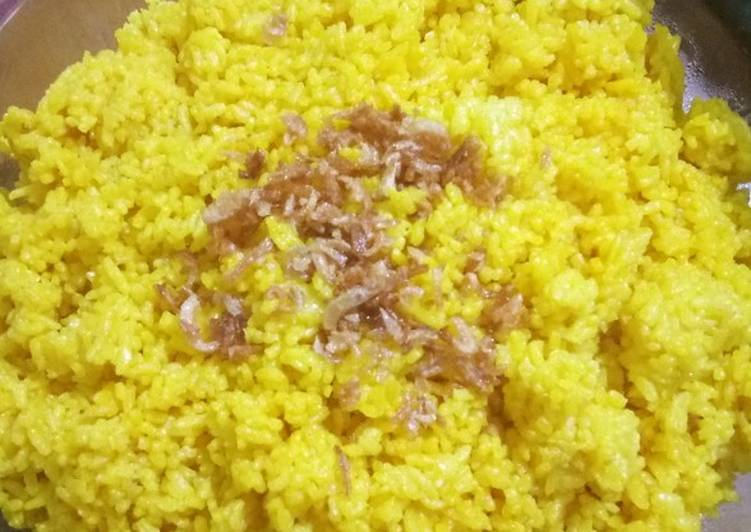 Nasi kuning kukus