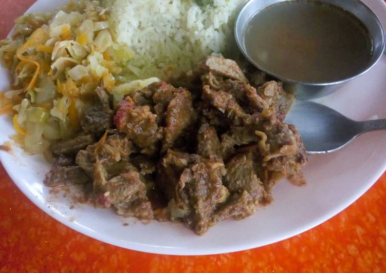 Vegetable rice with fried beef and steamed cabbage