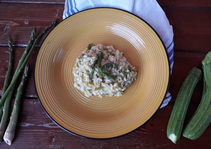 Risotto Asparagi Zucchine.Ricetta Risotto Asparagi E Zucchine Di La Pasticcioneria Di Giusy Cookpad