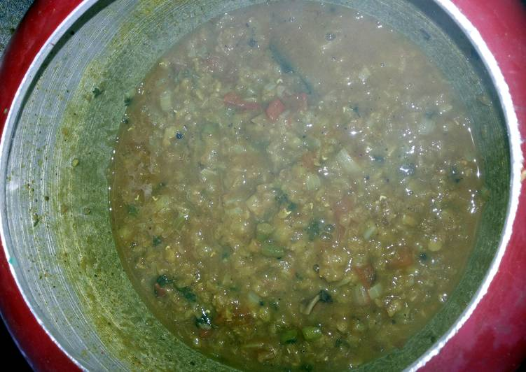 Masoor Dal (red lentils in Indian spices)