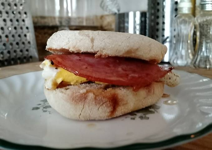 Ham & Egg Breakfast Sandwich